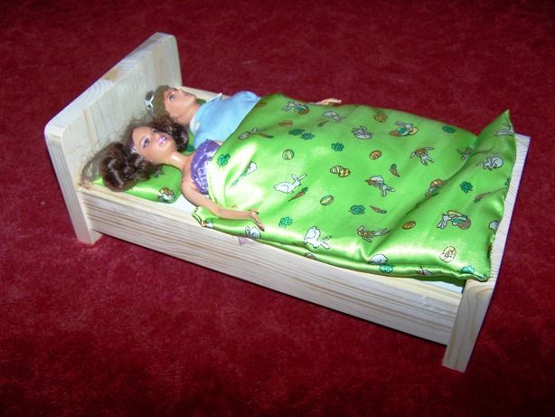 Postýlka pro panenku Barbie a Kena
